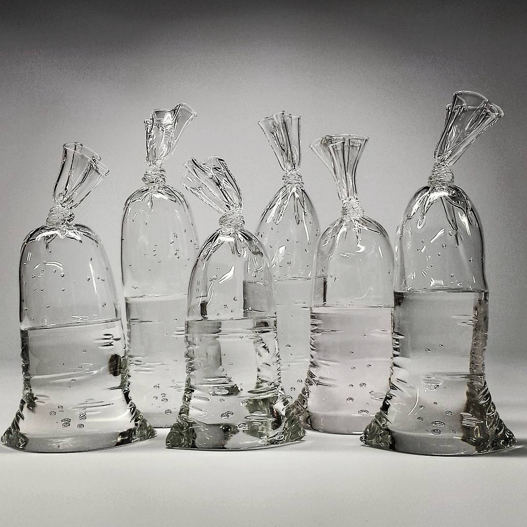 dylan martinez creates glass sculptures that look like plastic bags filled with water tettybetty. Black Bedroom Furniture Sets. Home Design Ideas